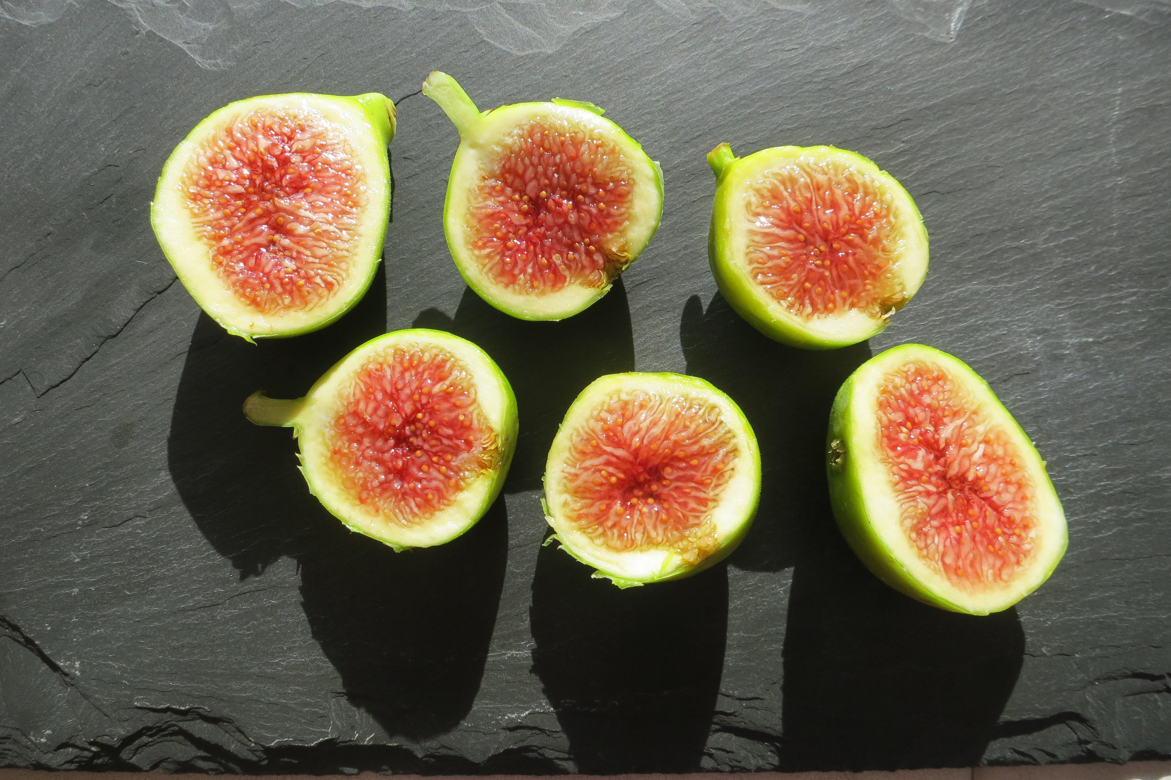 organic green figs
